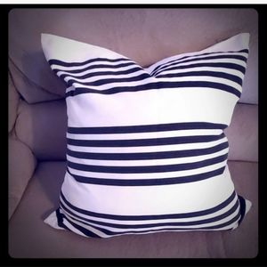 🥂 Pillow Case Striped Black & White